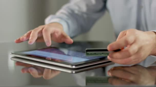 Male hands booking tickets, paying bill online on tablet PC — Vidéo