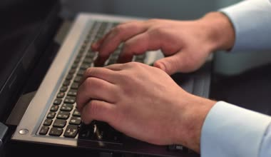 Businessman hands typing on laptop, pressing buttons on keyboard — Vídeo de Stock