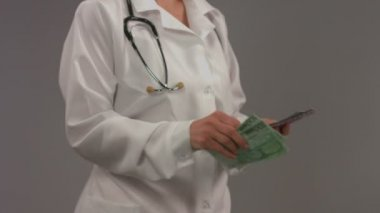 Doctor in white coat counting money. Corrupt health care system — Stock Video