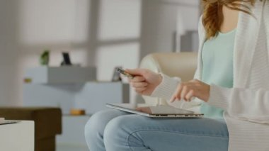 Female inserting card number, online banking service on tablet — Stock Video