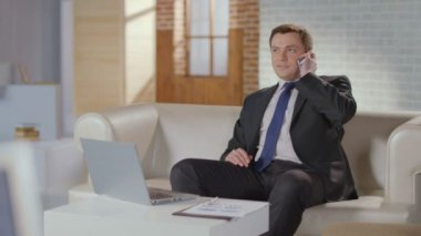 CEO, boss making phone call. Luxury office, businessman at work — Stock Video