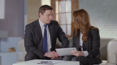 Business colleagues at meeting, man woman discussion slow-motion — Stock Video