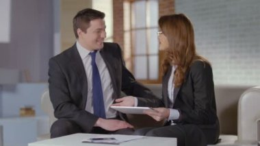 Sales manager and client joking, laughing after successful deal — Vídeo de stock