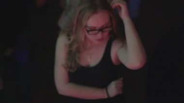 Young girl moving on nightclub dance floor, overweight problem — Stock Video