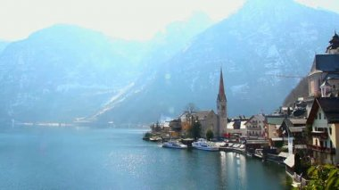 Wonderful place in Austrian Alps, Hallstatt village near lake — Stock Video
