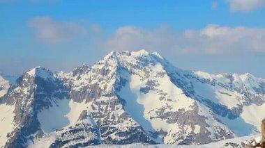 Snowy mountain ridge panorama, bright blue sky in Austrian Alps — Stock Video