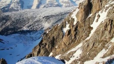 Vertical view of snowy mountain ridge with glacier on top, Alps — Stock Video