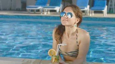 Pretty woman in bikini, sunglasses enjoys cocktail, pool party — Stock Video