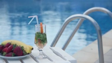 Fresh summer cocktail, fruit near swimming pool, all inclusive — Stock Video