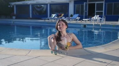 Happy attractive female enjoying summer vacation, luxury resort — Stock Video