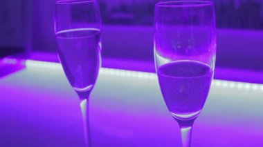 Close-up of two glasses of sparkling champagne, romantic date — Stock Video