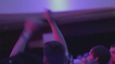 Young men waving hands, moving to music on dancefloor, clubbing — Stock Video
