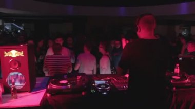 Male DJ entertaining public at nightclub, playing music at party — Stock Video