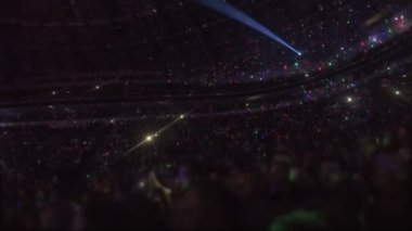 Amazing light effects at arena with thousands of people enjoying music show — Stock Video