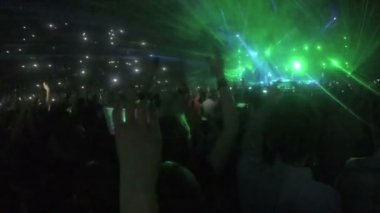 Minsk, Belarus - April 15, 2015. Robbie Williams concert at Minsk Arena. Amazing laser show at concert of worldwide famous popstar. People filming videos — Stock Video