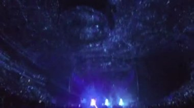 Minsk, Belarus - April 15, 2015. Robbie Williams concert at Minsk Arena. Lights flashing, illumination dots moving on concert arena ceiling. Cool show — Stock Video