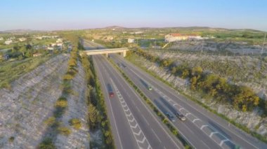 Aerial shot of active traffic on modern freeway. Beautiful landscape, horizon — Stock Video