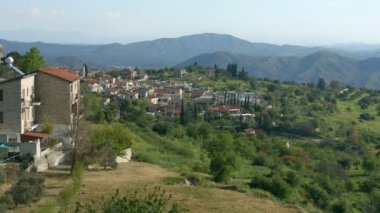 Beautiful view of mountain village in Troodos, Cyprus. Green landscape, summer — Stock Video