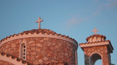 Cross on church roof against blue cloudless sky, architecture, religion, prayer — Stock Video