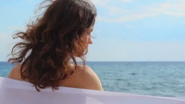 Closeup back view of tender feminine woman relaxing on beach at seaside, summer — Stock Video