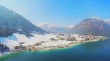 Small Alpine resort town at lakeside, huge mountains, snowy peaks, fast motion — Stock Video
