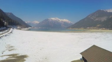 Abandoned dock and mooring for boats, low water level in Alpine mountain lake — Stock Video