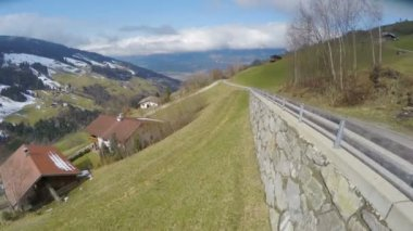 Aerial view of nice village in Austrian Alps, beautiful green landscape, tourism — Stock Video