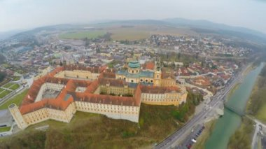 Aerial shot of beautiful Baroque abbey standing atop town Melk and river Danube — Stock Video