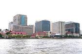 Siriraj Hospital at the Chao Praya River in Bangkok Thailand — ストック写真