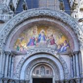 The Patriarchal Cathedral Basilica of Saint Mark at the Piazza S — Stock Photo