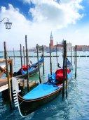 Синий гондолы в Венеции, Италия — Стоковое фото