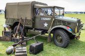 Velho nos exército caminhão estacionado no aeródromo de shoreham — Fotografia Stock