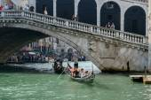 Gondoliers ferrying people in Venice — Stock Photo