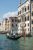 Gondolier ferrying people in Venice — Stock Photo