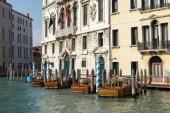 Boats moored in Venice — Stockfoto