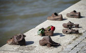 Iron shoes memorial to Jewish people executed WW2 in Budapest — Stock Photo