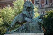Statue of a Lion guarding the Margaret Bridge in Budapest — Foto Stock