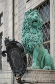 Statue of  a green Lion at Odeonsplatz in Munich — Stock Photo