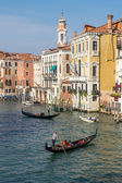 Gondoliers plying their trade on the Grand Canal Venice — Stock fotografie