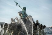 View of the Neptune  Fountain in Berlin — Stock Photo