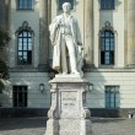 Helmholtz statue outside Humboldt University in Berlin — Stock Photo #59918411