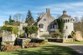 View of  a building on the Scotney Castle Estate — Stock Photo