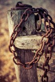 Old rusty chain attached to the bow of a wooden boat at Dungenes — Stock Photo
