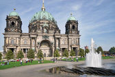 People Relaxing in Front of Berlin Cathedral on September 15, 20 — Stock Photo