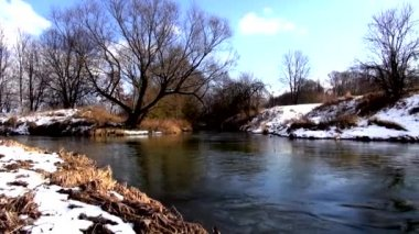 Spring river with snow — Stock Video