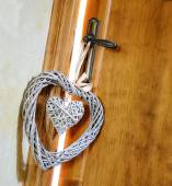 Hearts hanging doorknob of a couple in love — Stock Photo