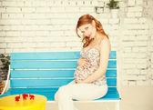 若い妊娠中の女性の肖像画 — ストック写真