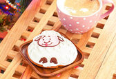 Sheep shape gingerbread and cup of milk with cinnamon sticks. — Stock Photo