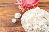 Many small white meringue cookies with round christmas gift box — Stock Photo