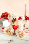 Teddy bear toy and gift box. Valentine's day surprise. — Stock Photo